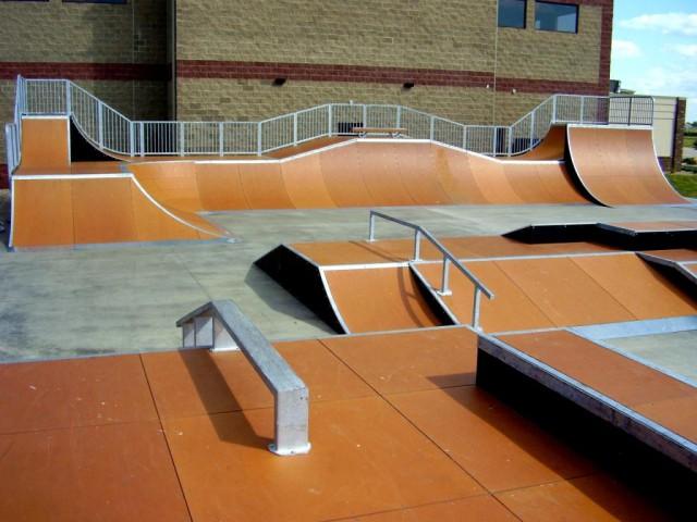 Фрагмент скейт-парка с композитным покрытием