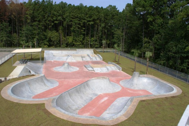 Фрагмент скейт-парка открытого пространства