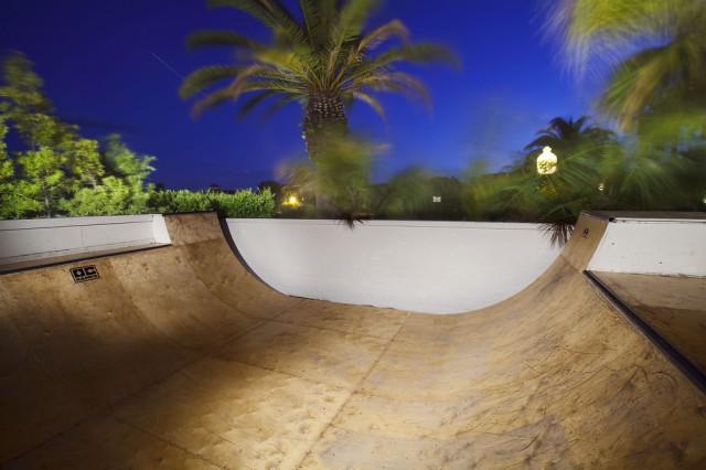 Фрагмент мини хав-пайп скейт-парка