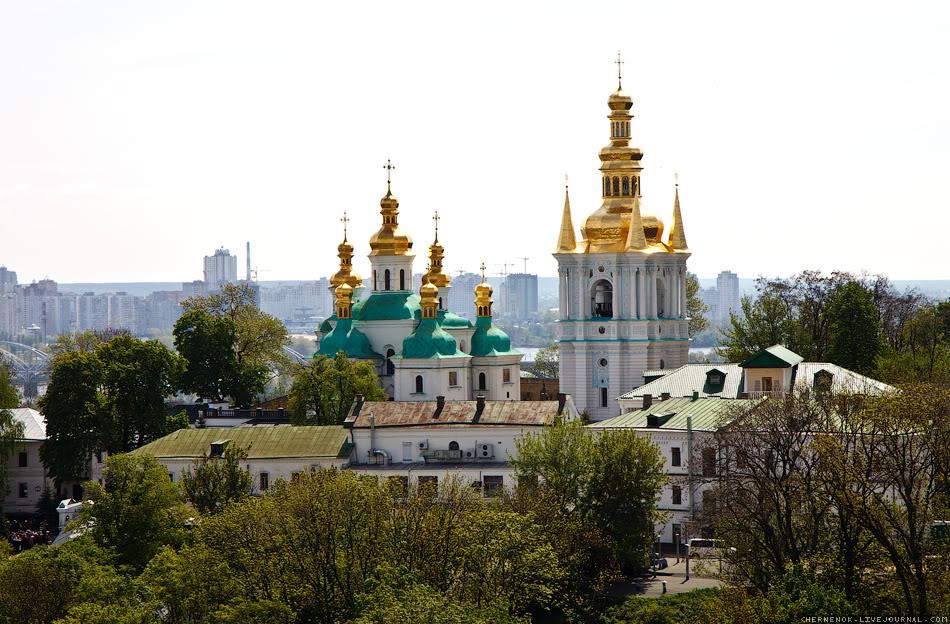 Вид на Лавру с парка Вечной Славы