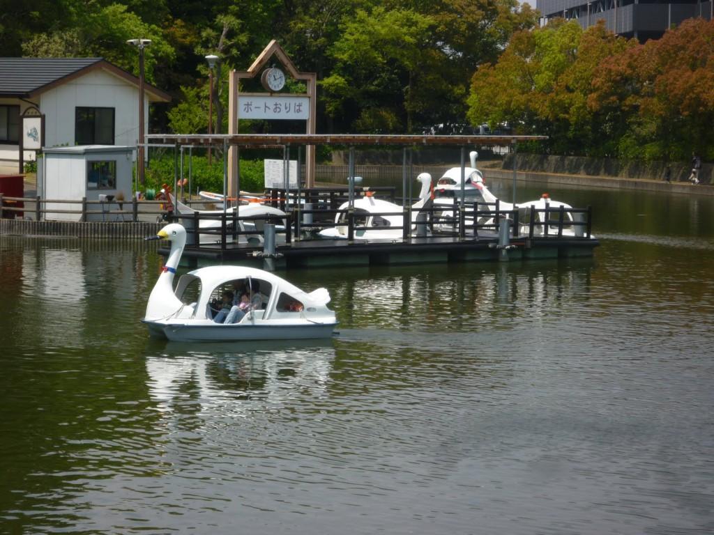 Каскад прудов в цветочном парке «Хамамацу»